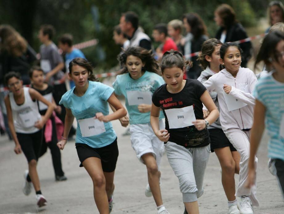 Les filles, toujours enjouées et souriantes, malgré l'effort !