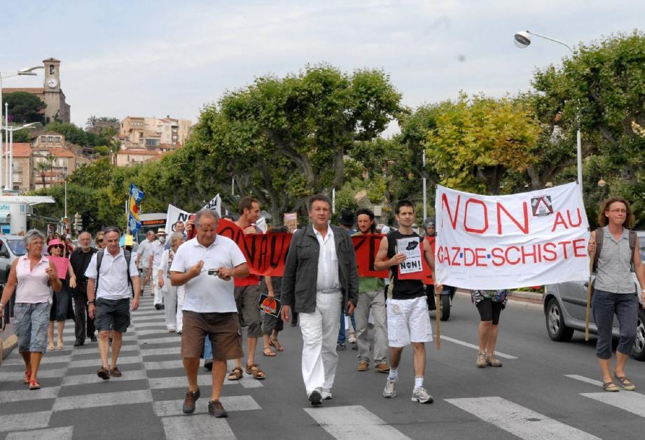 Les manifestations contre le gaz de schiste ont rassemblé beaucoup de monde, comme ici à Grasse l'été dernier.(Photo Gilles Traverso)