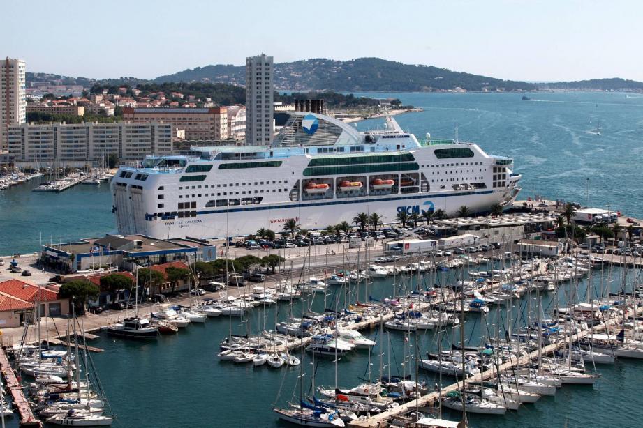 Dès janvier, des bateaux de la SNCM seront de retour sur les quais du port de commerce de Toulon.(Photo doc A. D.)