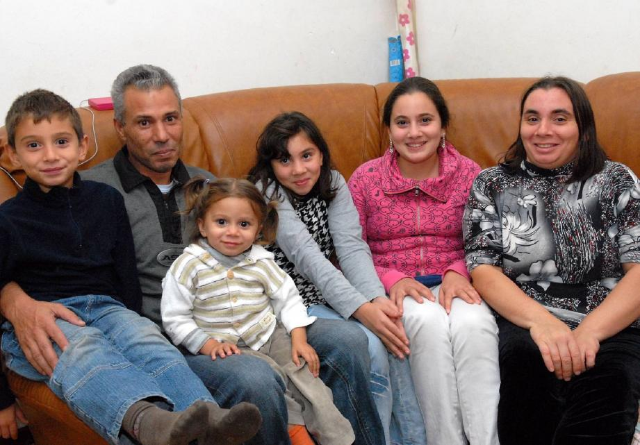 Victime d'une chute du balcon, la fillette de 2 ans est de retour parmi les siens. Donia, sortie du coma : en arabe, son prénom signifie... source de vie.(Photo Gilles Traverso)