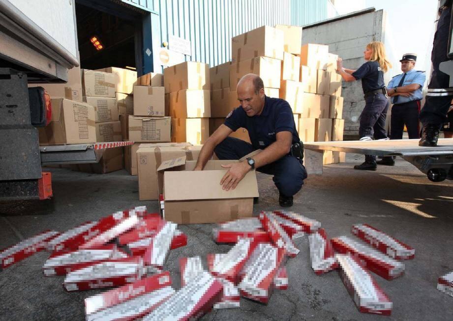 Les douanes des Alpes-Maritimes multiplient les saisies de cigarettes confrefaites.(Photodoc Laurent Martinat)
