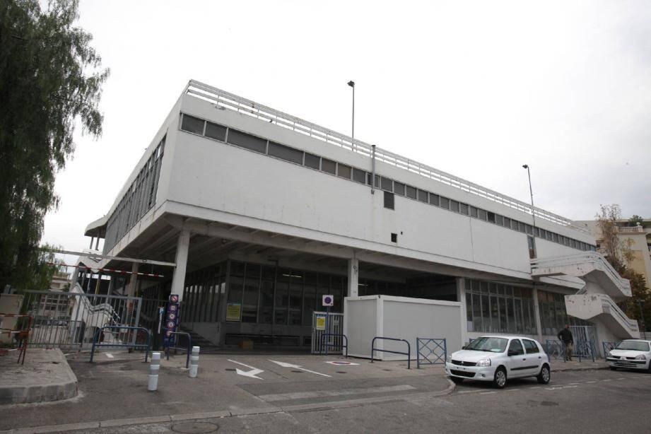 Coup de neuf pour l'ancienne concession Renault transformée en parking avec horodateur.(Photo DR)