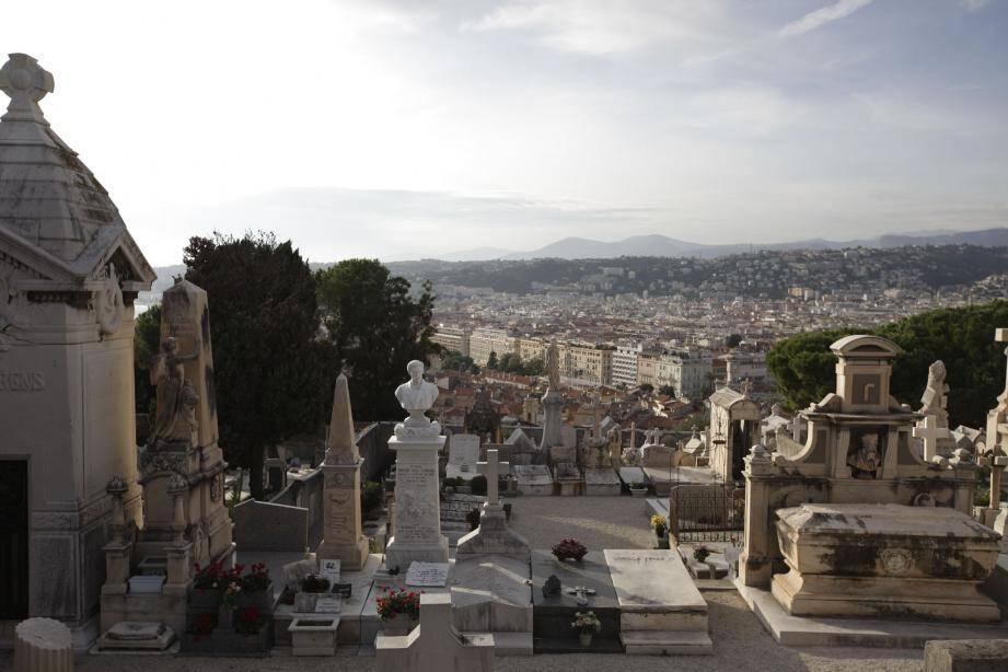 Au cimetière du Château, trois tombes étaient en reprise, mais elles ont déjà trouvé preneurs.(Photo Laurent Carré)