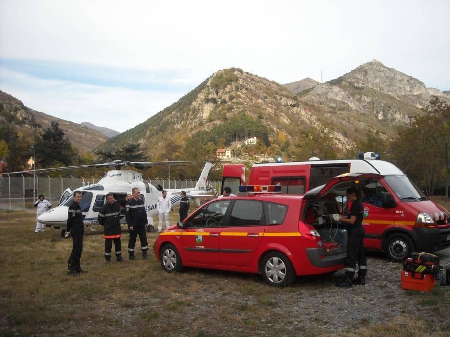 Après l'accouchement réalisé par trois pompiers et un médecin, la mère a été transférée par hélicoptère vers l'hôpital Pricesse-Grace de Monaco.