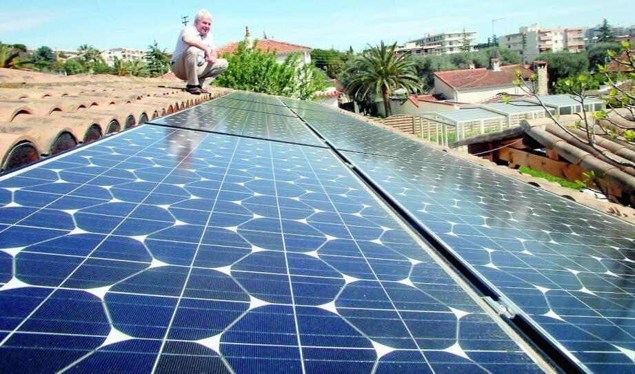 La pose de panneaux photovoltaïques, une piste parmi d'autres dans le secteur vert.