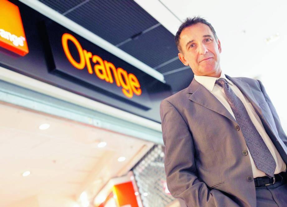 Patrick Figuères a le contact facile et connaît tout le monde. Il considère que l'entreprise, bouleversée en 2008-2009 par une vague de suicides, commence à revivre avec le bonheur de travailler.