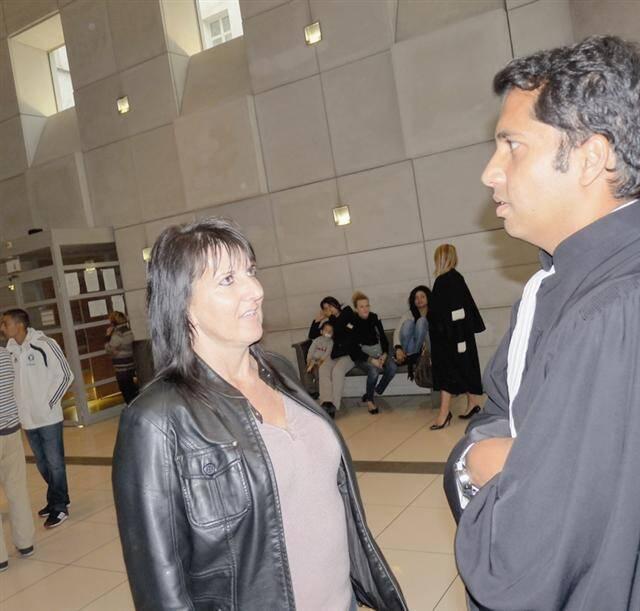 La victime, Muriel, 45 ans, avec son avocat Me Jean-Vincent Duprat au palais de justice.