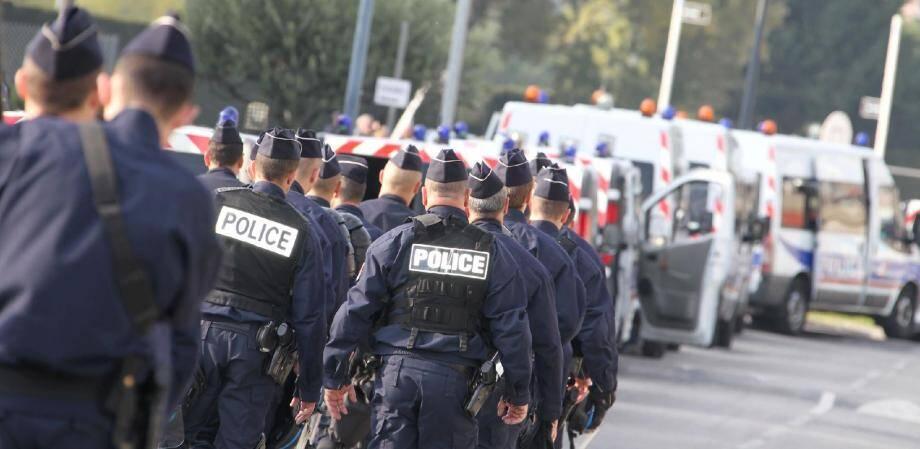 Près de 1 500 policiers encadreront aujourd'hui la manifestation des anti-G20 à Nice où environ 10 000 personnes sont attendues.(Photo Franz Bouton)