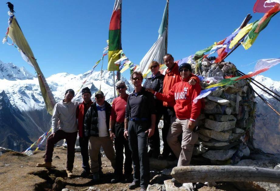 Le défi est relevé pour les sportifs des Paillons au sommet du Tsergo Ri à 5 003 mètres d'altitude, à la frontière népalo-tibétaine. (Photo DR)