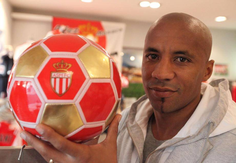 A 37 ans, Manu Dos Santos a rangé les crampons. Désormais, il veut « rendre au foot et au club ce qu'ils m'ont apporté ».