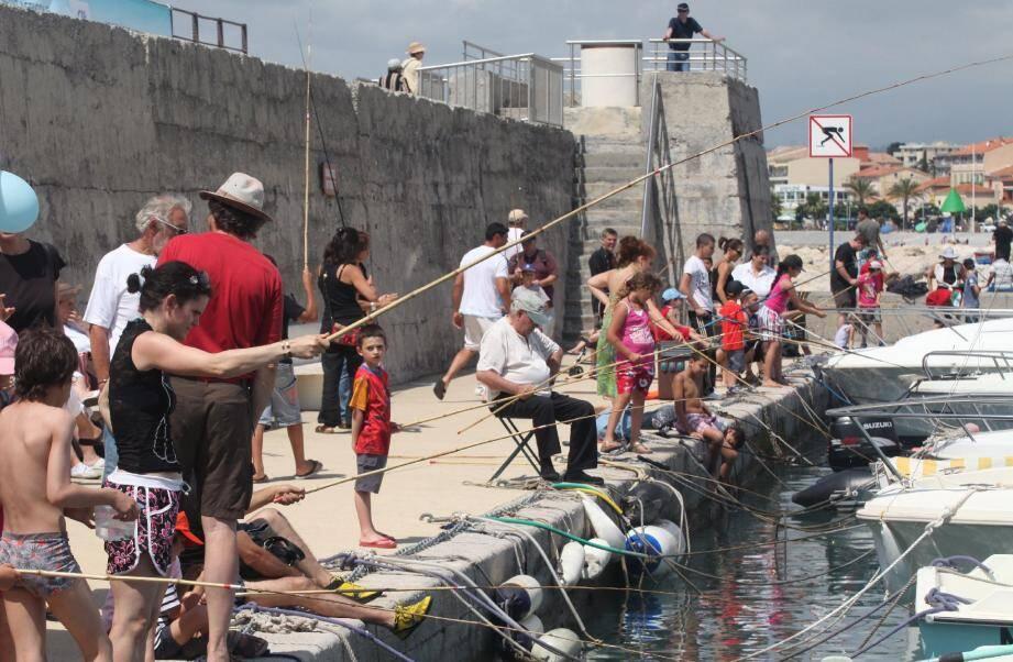 La commission d'enquête a dit « oui » au port de plaisance voulu par Louis Nègre à la condition qu'il préserve le port abris du Cros.(Photo archives Philippe Lambert)