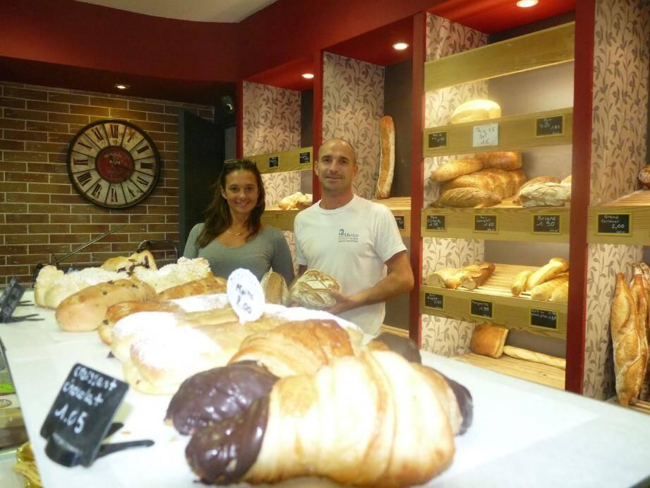 Cinq ans après avoir repris la boulangerie La Madone qui appartenait aux parents de Virginie, la jeune femme et son époux se félicitent de leur choix.(Photo M.C.)