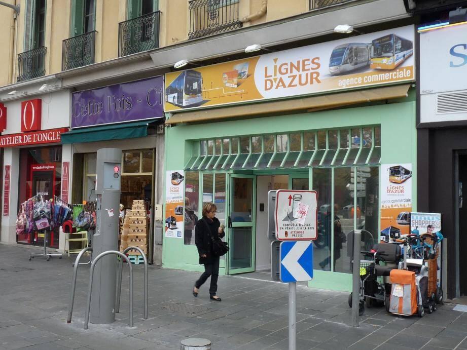 Nouveau dans le paysage urbain en mutation de Jean-Jaurès : une agence commune à tous les bus de Nice et du département.(Photo Christine Rinaudo)