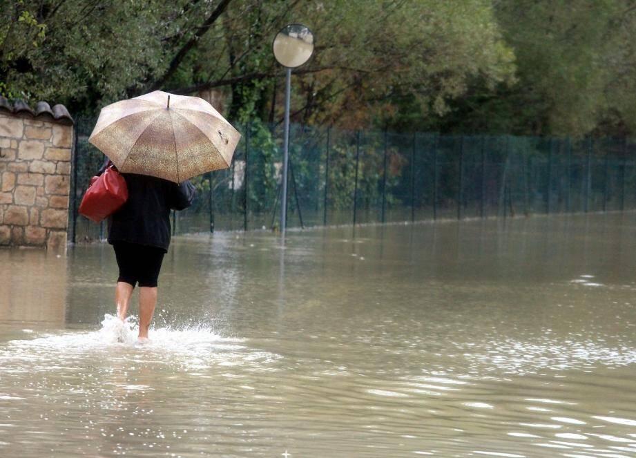 L'eau a déboulé en quelques minutes sur le chemin de La Luona, des personnes ont été évacuées dont une femme enceinte.