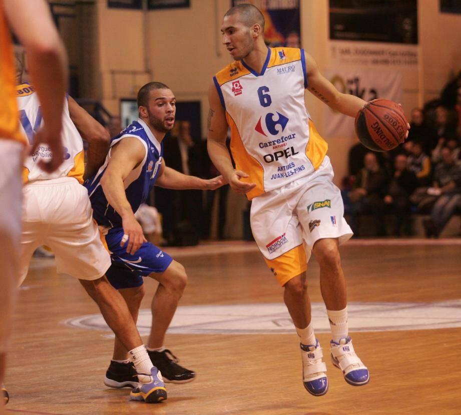 Doubal sous le maillot d'Antibes (ici en 2010), aujourd'hui coéquipier de la star Boris Diaw à Bordeaux.(Photo Frantz Bouton)