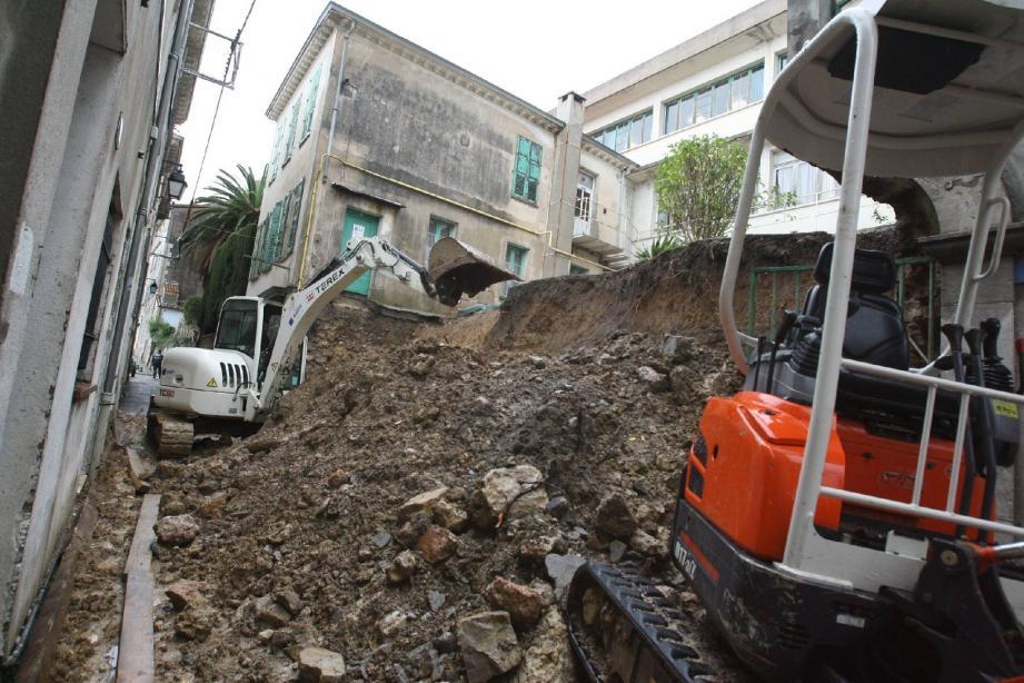 Il faudra encore quelques semaines pour reconstruire le mur de Fénelon.(Photo A.B.-J.)