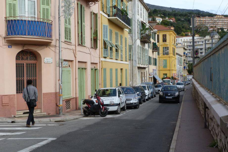À quelques minutes du centre-ville, la rue des Sœurs-Munet est empruntée quotidiennement par de nombreux Mentonnais.