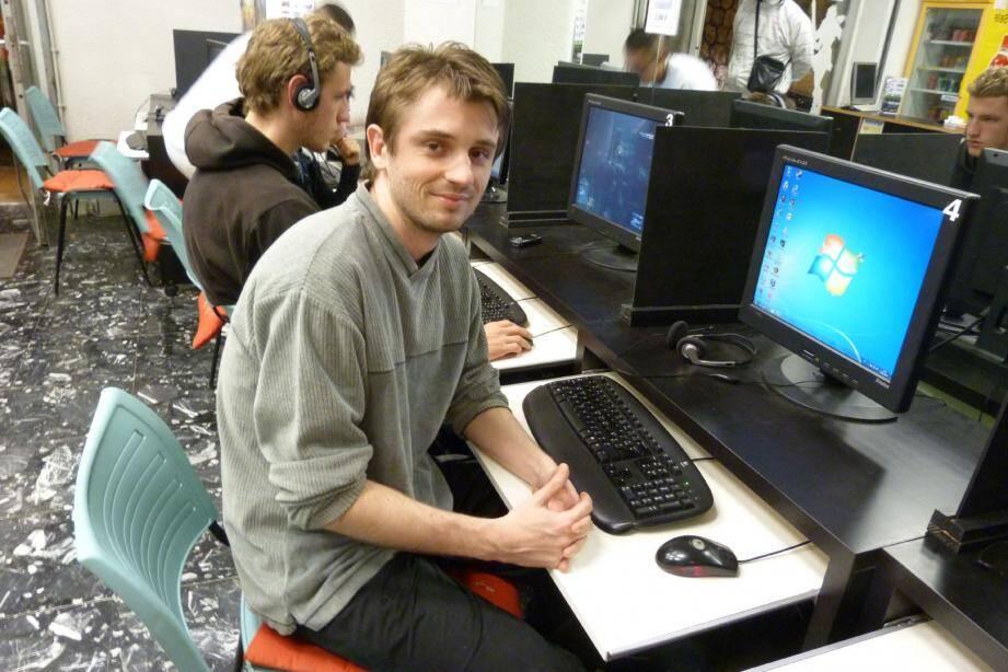 Aurélien Casini a ouvert un cybercafé en 2009.(Photos S.W)