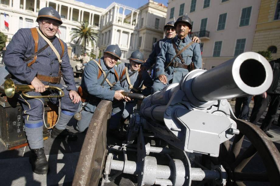 Costumés pour le plaisir de porter leurs uniformes mais aussi pour commémorer l'armistice afin que cette guerre ne tombe pas dans l'oubli.(Photos Frantz Bouton)