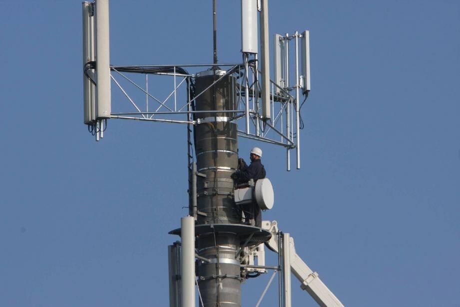 Dans plusieurs villes des Alpes-Maritimes, les antennes téléphoniques sont contestées par les riverains. Souvent en vain.