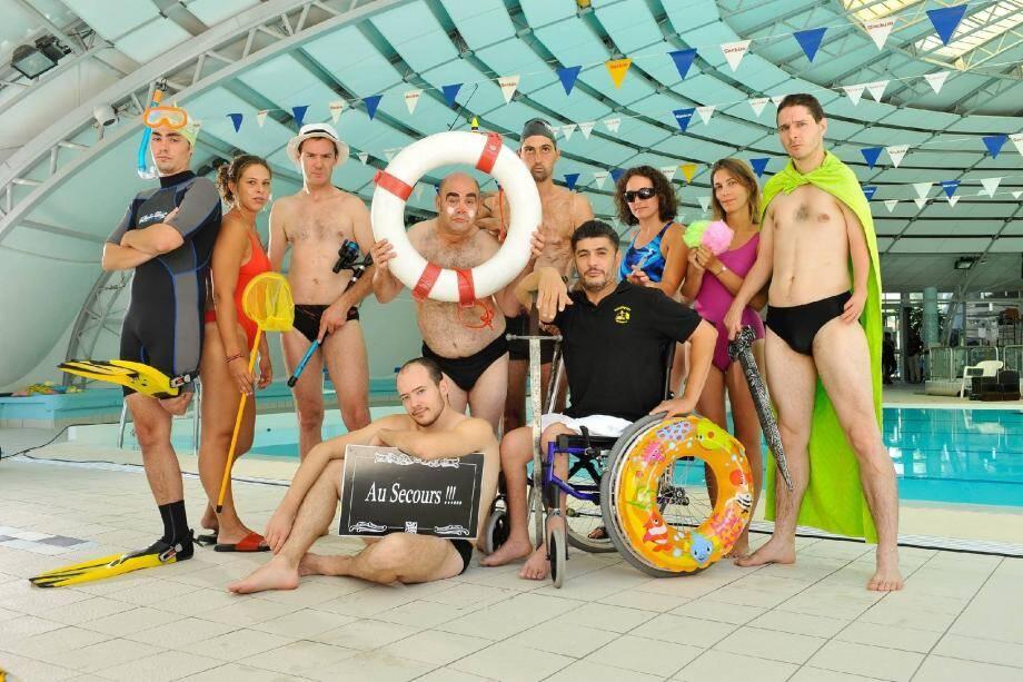 Autour d'une piscine ou dans les vestiaires, les scènes comiques vont se succéder tout au long des 23 épisodes diffusés sur France 2.