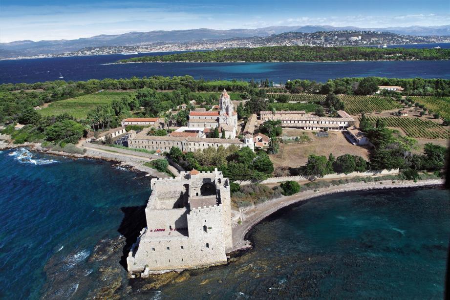 L'île de Saint-Honorat «la plus grande richesse» des moines de l'Abbaye de Lérins. (Photo Patrice Lapoirie)