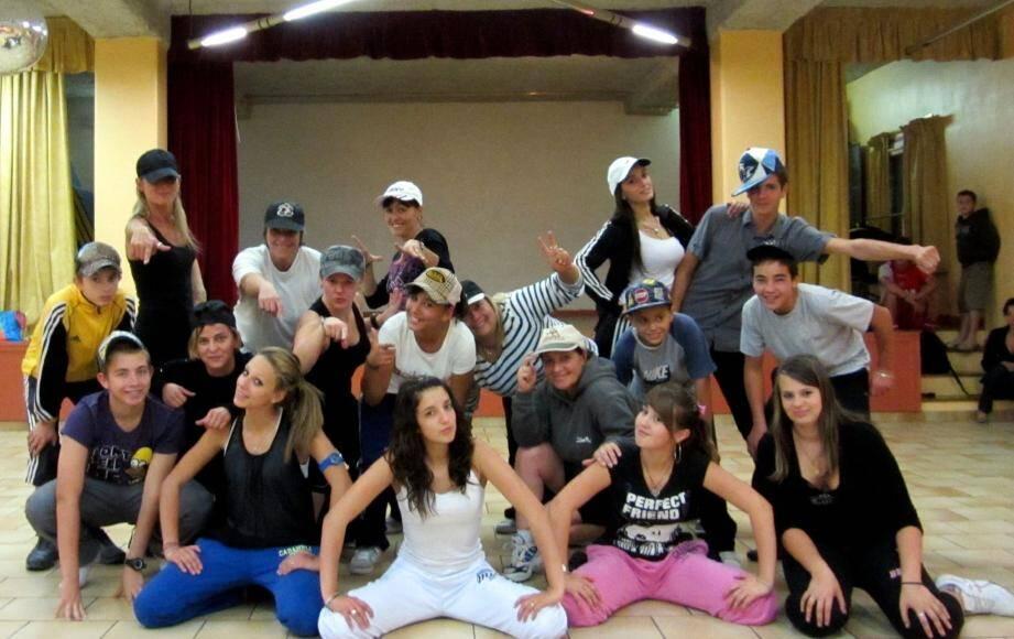 La jeune troupe de « Freestyle » donnera son premier spectacle de la saison samedi 26 novembre à la salle des fêtes au cours d'un dîner cabaret.(Photo J.-P. B.)