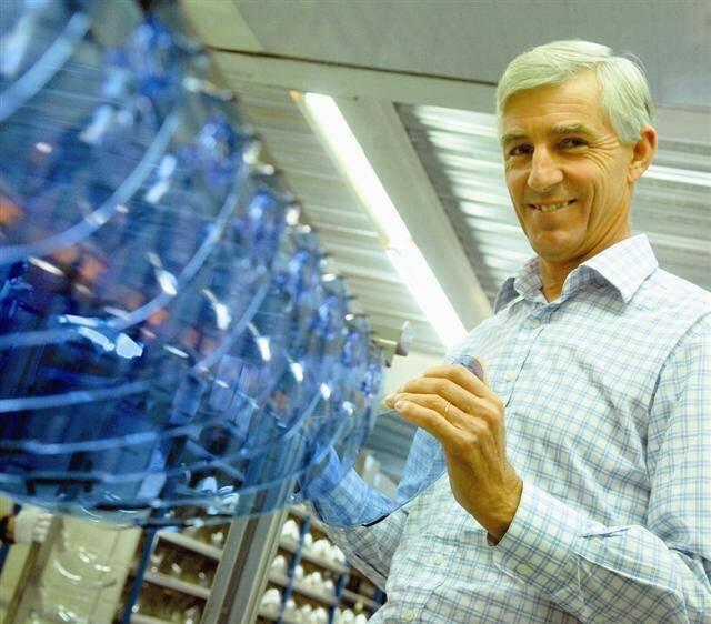 Laurent Coyon, p.-d.g. de Savimex développe depuis plusieurs années des écrans polymères et des optiques de hautes qualités pour, notamment, l'industrie automobile et aéronautique.