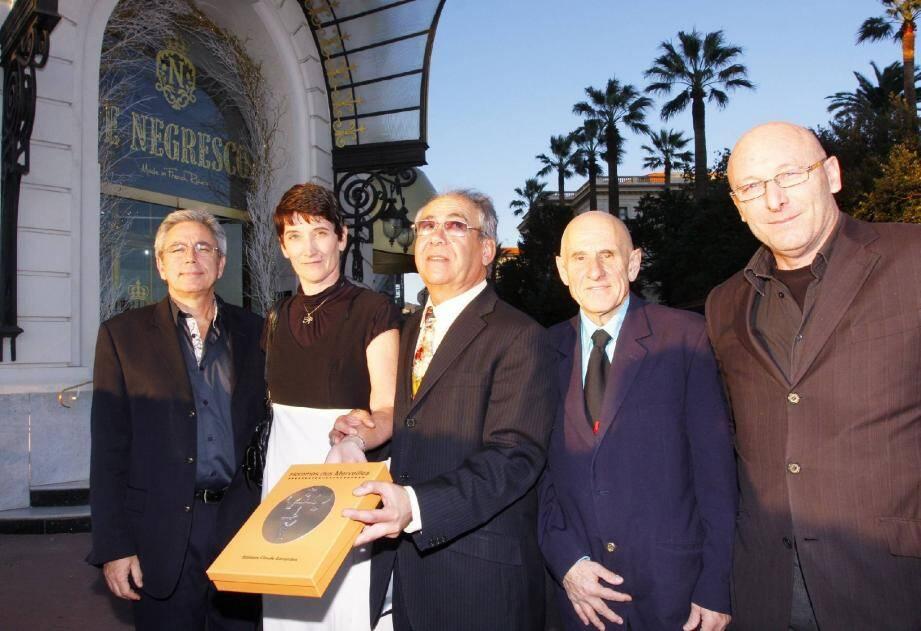 Claude Garrandes (au centre) a présenté son ouvrage sur la vallée des Merveilles au Negresco.