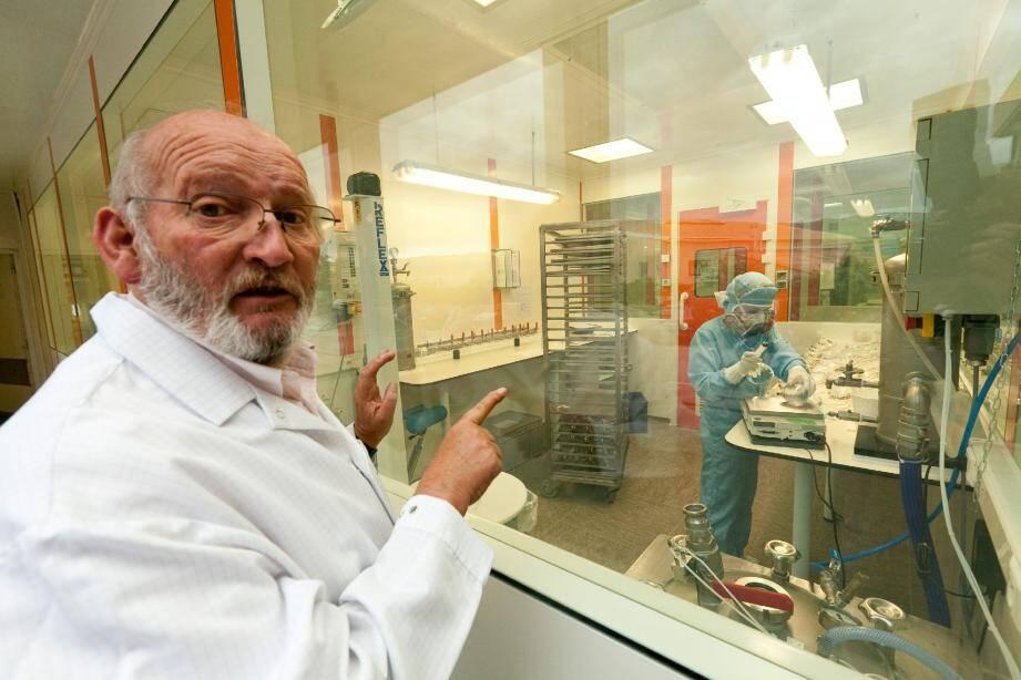 Jean-Claude Mas en 2009 à La Seyne, dans les locaux de l'entreprise Poly Implant Prothèses qu'il a fondée.