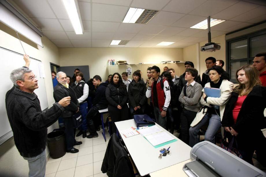 Une trentaine d'élèves des lycées Galliéni, Camus et St-Exupéry pour Saint-Raphaël ont échangé leurs idéess à l'occasion de la réunion inter-cvl.
