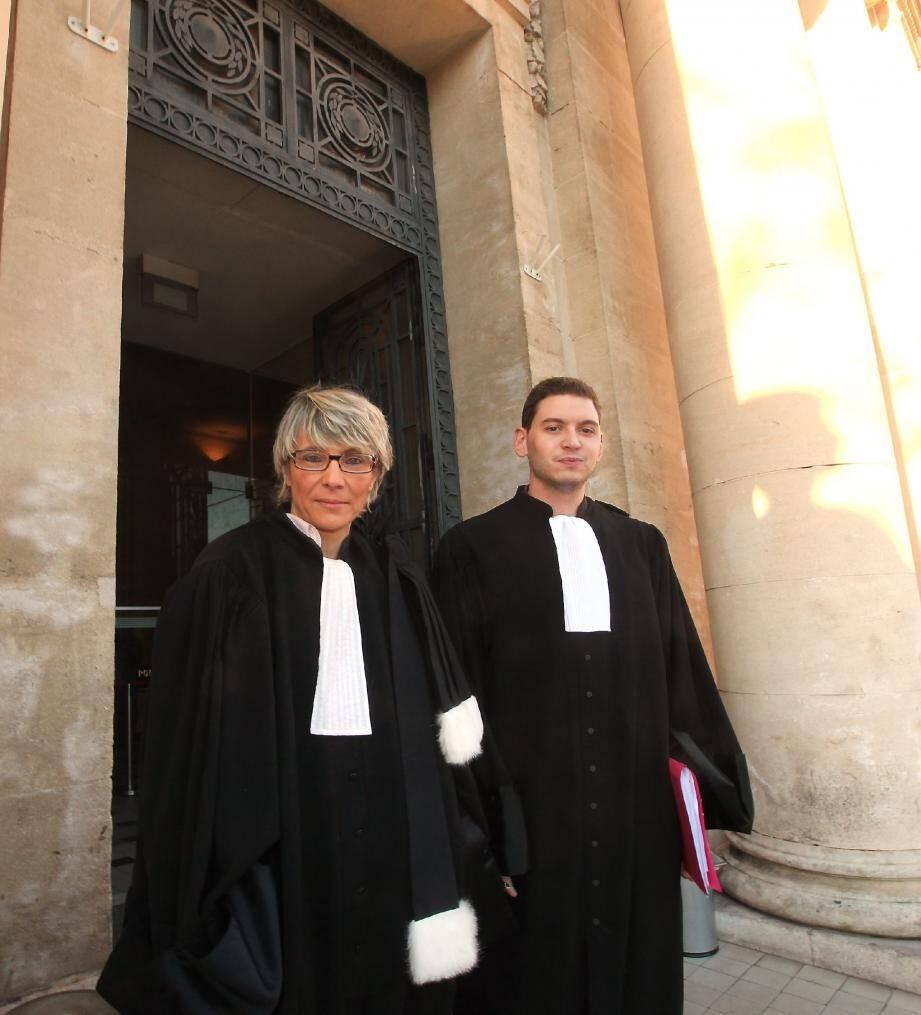 Me Christine Ravaz est à l'initiative de deux procédures. L'une visait hier matin un chirurgien toulonnais, défendu par Me Jérémy Roussel (à droite). La justice tranchera le 7 février.