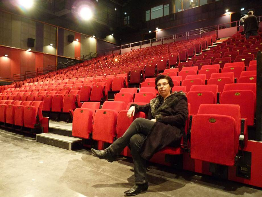 Véronique Guérin, adjointe à la culture, est enthousiaste à quelques jours de l'ouverture du pôle culturel et de sa superbe salle de spectacle.