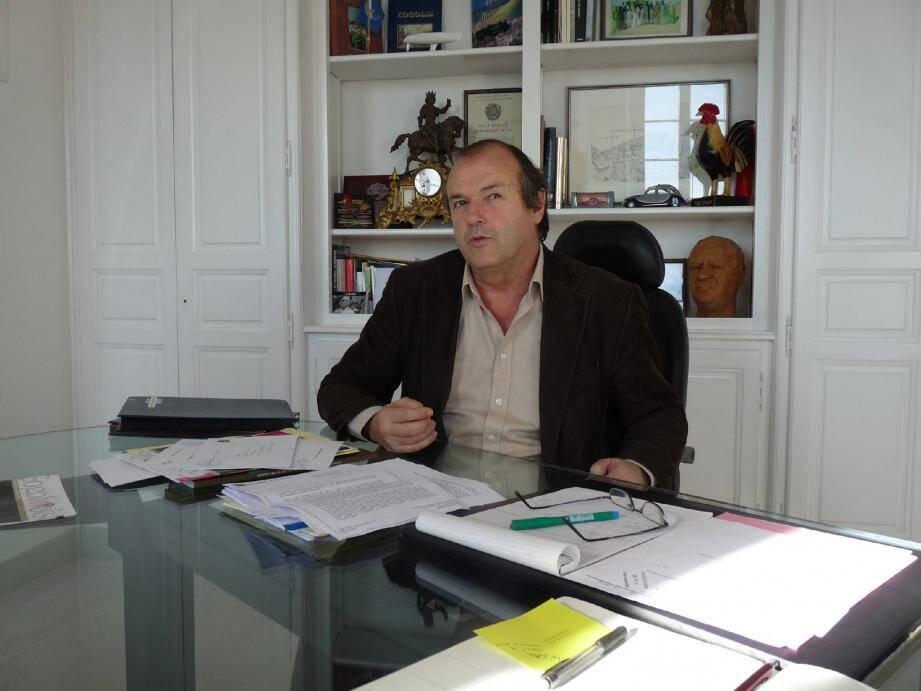 Le maire de Cogolin Jacques Sénéquier.