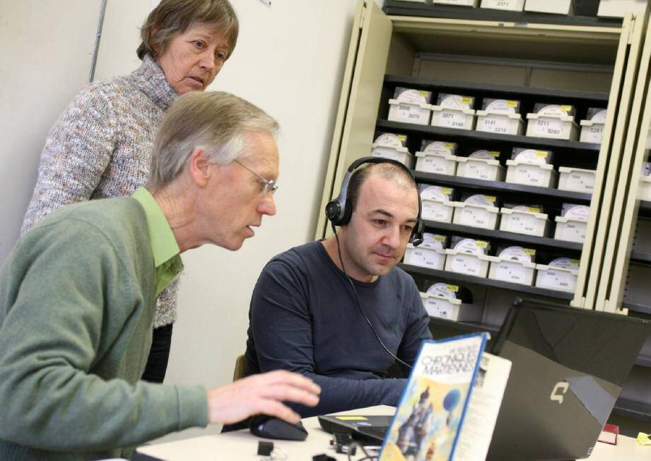 Le test d'audiolecteur postulant sous l'autorité d'Yves Lecoq, président de la bibliothèque sonore de Hyères et de son épouse Michèle, malvoyante et audio lectrice.
