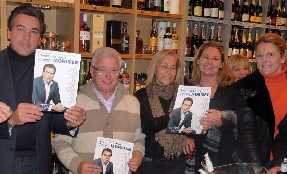 Vincent Morisse (à gauche ) en compagnie de plusieurs de ses amis.