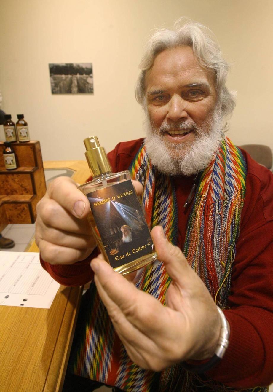 Pierre Faucher est venu spécialement du Québec pour réaliser le parfum « Brume d'érable ».