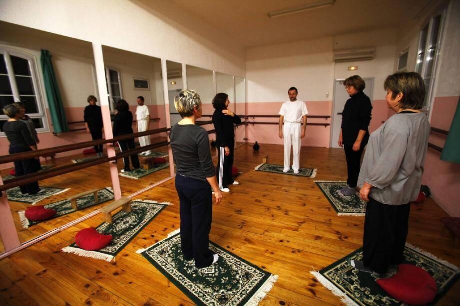 Christophe Barrault propose le yoga derviche, qui est l'harmonie du son et du geste. Alternance d'exercices relaxants et dynamisant. Il ressemble au Tai-chi-chuan.