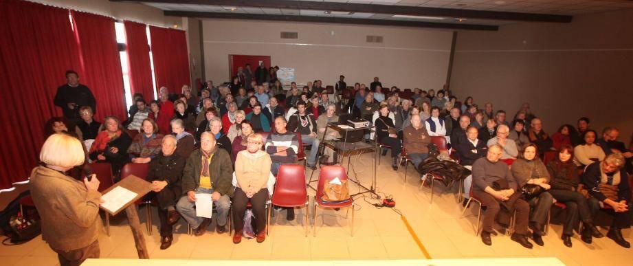 Nouvelle mobilisation des collectifs « anti-gaz de schiste » du Haut-Var, samedi lors d'une réunion publique Moissac-Bellevue.