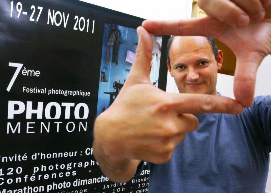 Maxime Pérégrini est le président de PhotoMenton. Il présente la Nuit de la photo quelques mois après le Festival photographique.