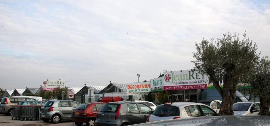 C'est le site de La Londe, siège social de la société, qui est le plus touché avec une quarantaine de licenciements.