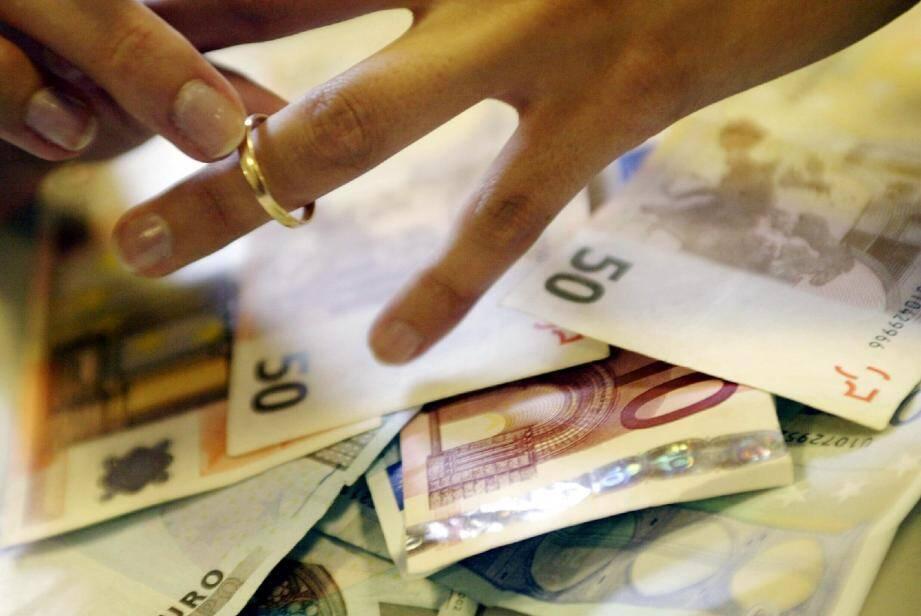 En échange de 2 000 e, « pour payer [son] loyer et [sa] facture EDF », Marie a contracté un faux mariage.