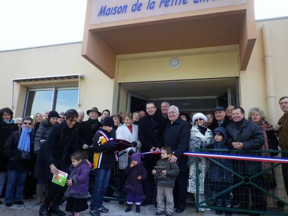 Elus, services municipaux, enfants et parents ont inauguré, hier matin, la dernière structure dédiée à l'enfance sur la commune.