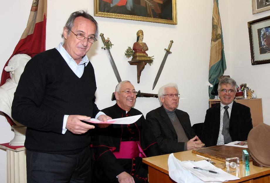 Le cépoun, Serge Astézan a dévoilé le nom du 454e capitaine de ville en présence de Monseigneur Hayes, Jean-Paul Bracco et Claude Bérard.