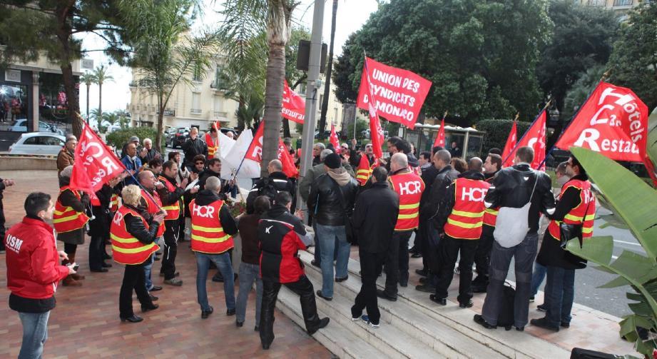 Ils étaient une cinquantaine de délégués syndicaux devant l'hôtel Hermitage hier à 14 h 30 pour protester contre les sanctions injustes prises à l'encontre de deux salariés.