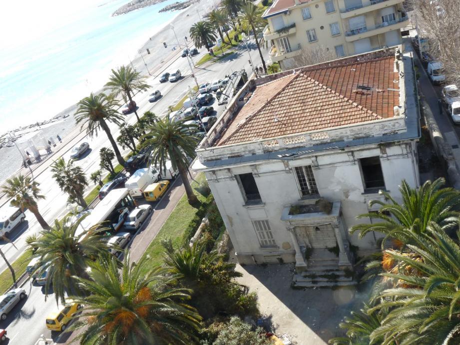Jadis somptueuse, la Villa Luna est à l'abandon depuis plus de trente ans.