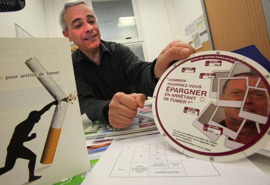Le Dr. Nabil Zeboudj, addictologue, aide les fumeurs à arrêter en jouant sur leur motivation.
