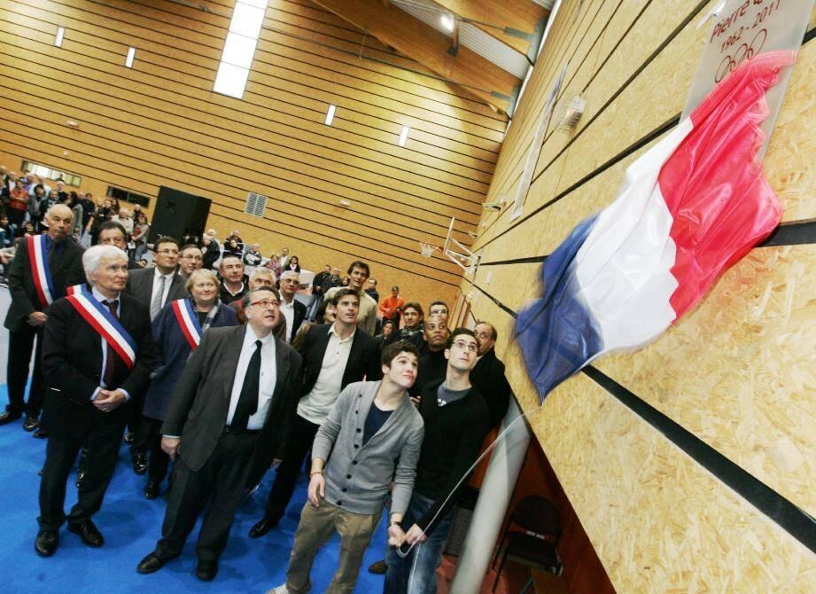 Un vibrant hommage a été rendu, hier, à Pierre Quinon, lors de l'inauguration du gymnase qui portera dorénavant son nom, à Bormes où il comptait de nombreux amis.