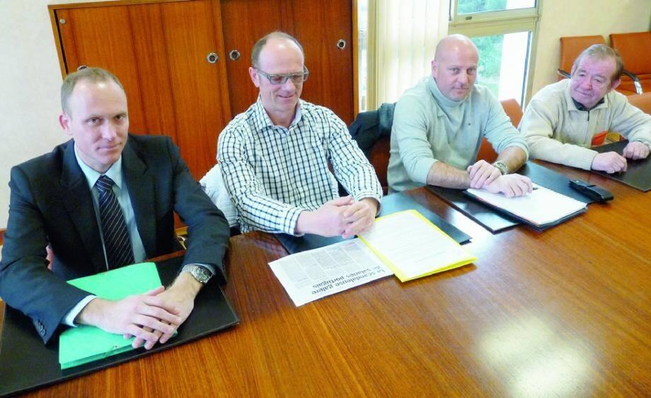 Martial Aubry, DG de Var Habitat, Jean-Louis Horon, de l'UD CGT, Frédéric Bretel, patron de La Valettoise, et Georges Champeter, responsable syndical de la construction, se sont réunis pour faire le point sur la situation de ces Portugais.