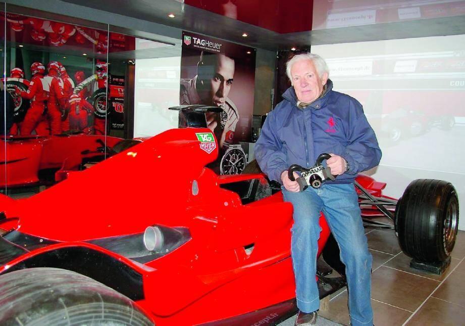 Assis sur sa nouvelle F1, Jean-Claude Hrubon est heureux d'avoir retrouvé une activité dans un domaine qui le passionne.